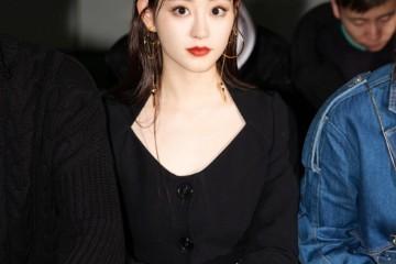 她是杨幂旗下小花演周芷若知名穿全套黑色秀身段超霸气